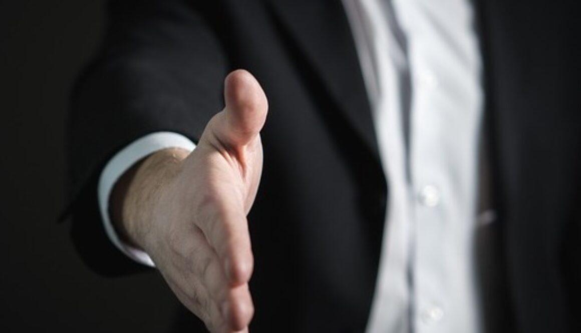 handshake-2056023_640